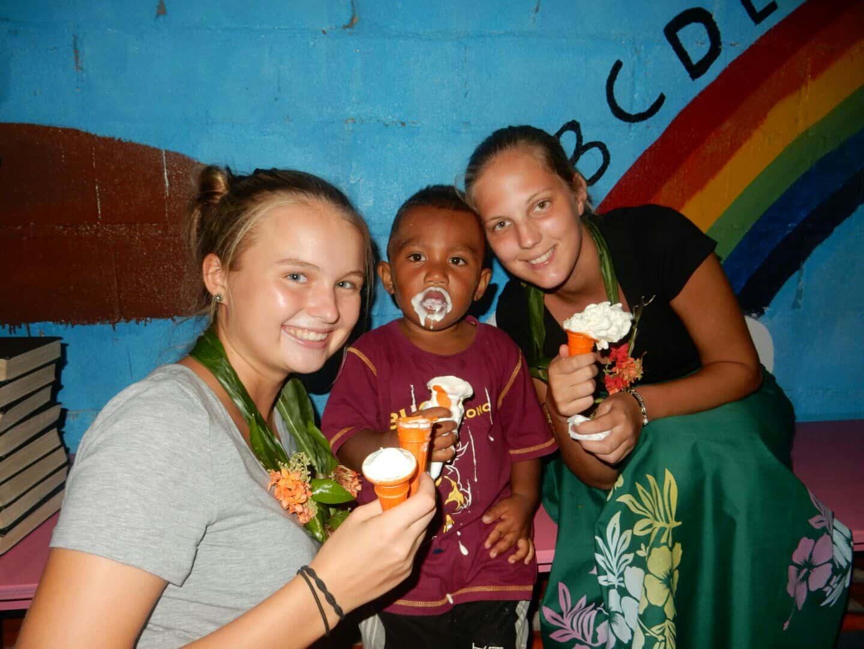 Lisa Hochsteger,Fidschi, Kind und Eis
