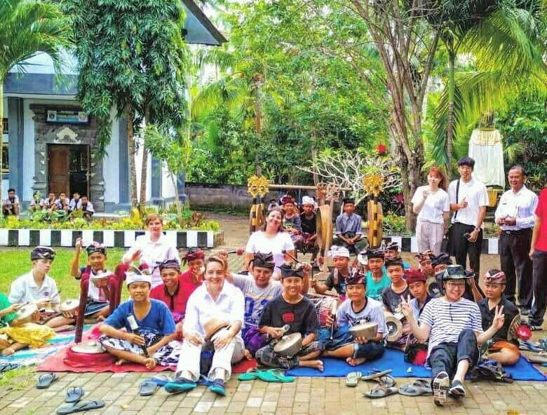 Volunteers, Indonesien
